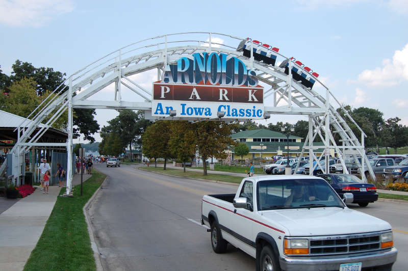 Entrance to Arnolds Park